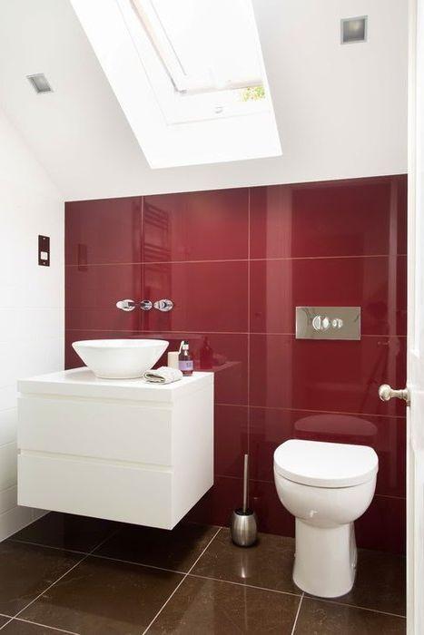 Марсала цвят в интериора на банята