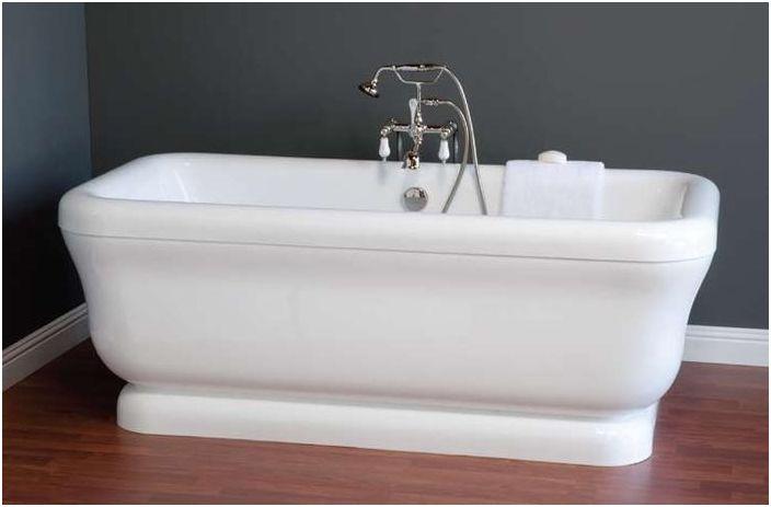 Фаянсовая ванна