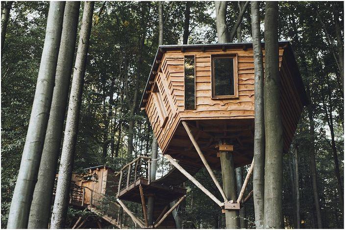 Peter Becker zbudował Robin Hoods Nest Hotel.