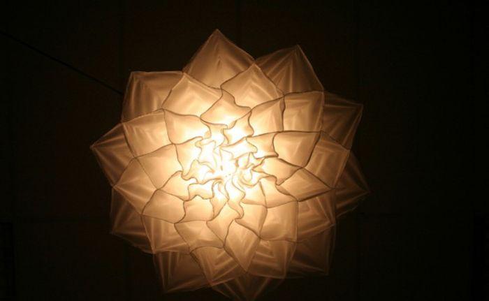 De délicieux luminaires qui ressemblent à des fleurs.