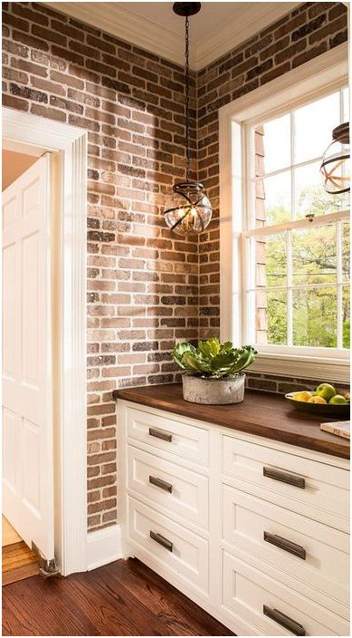 Mursteinvegg på kjøkkenet