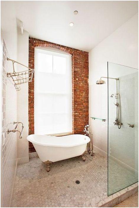 Тухлена стена в интериора на банята