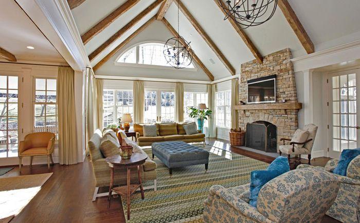 Nagy és világos szőnyeg a nappaliban