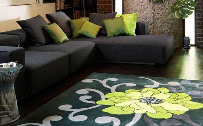 Piękno kontrastu: nowoczesne dywany w klasycznych wnętrzach