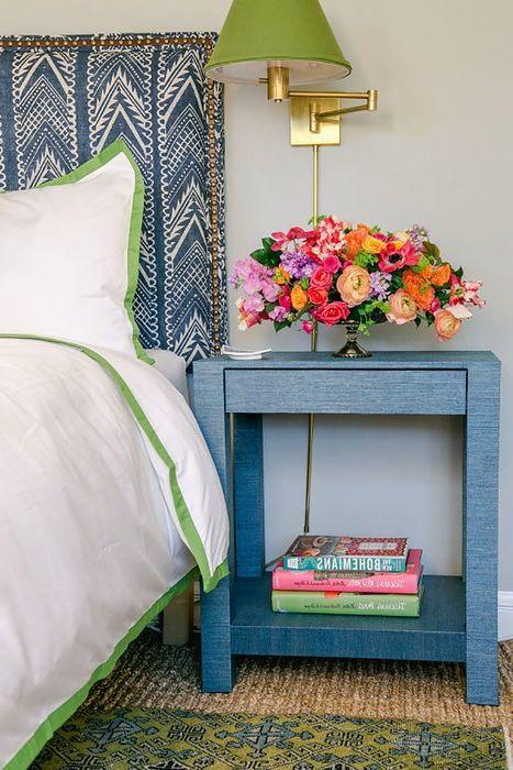 Цветя в интериора на спалнята