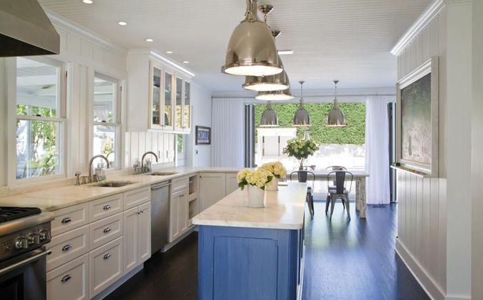 Isla de cocina azul