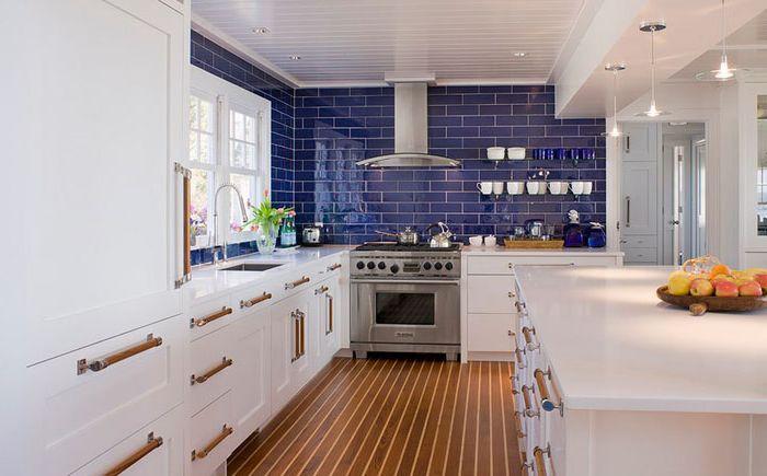 Interior de la cocina de Michael McKinley and Associates, LLC