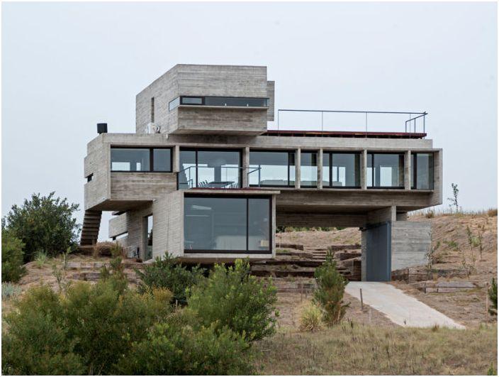 Casa Golf to dom z geometrycznymi bryłami.