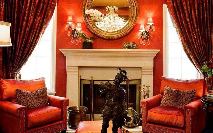 Луксът на червеното в хола от Трейси Мърдок съюзник