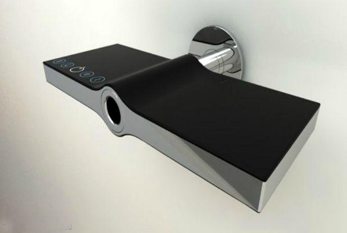 Кран с необичайна форма с сензорен панел за управление от дизайнерското студио на Stefan Ollino.