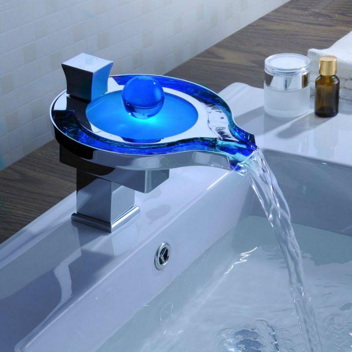 Robinet Lavabo смесител, оборудван с LED технология.