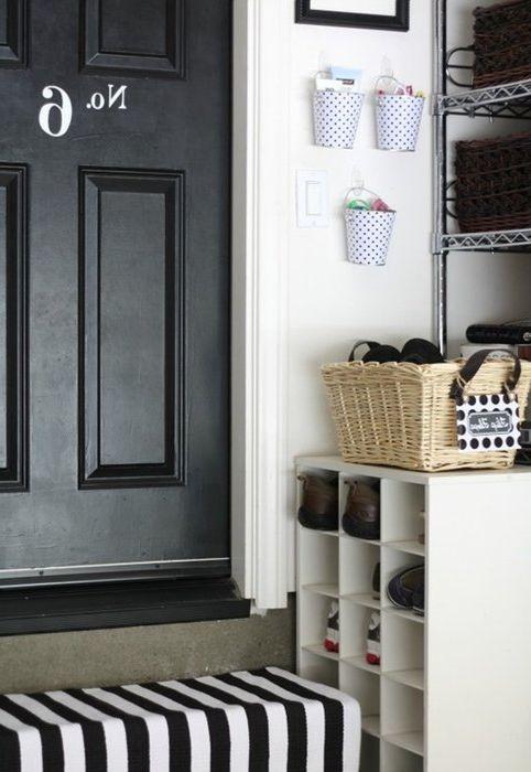 В декоративных ведёрках удобно хранить ключи и всякие мелочи