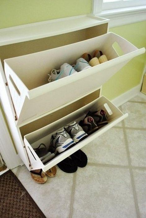 Поставката за обувки спестява голямо пространство в коридора