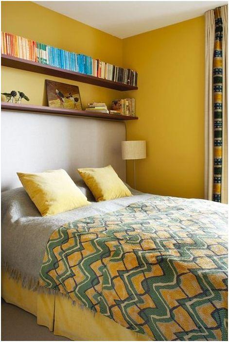 Солнечный интерьер маленькой спальни