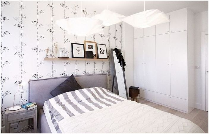 Лаконични мебели в скандинавска спалня