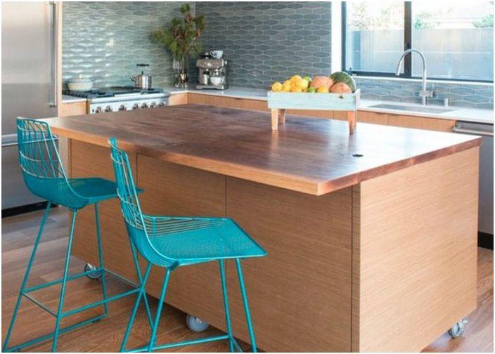 Кухненска островна маса на колела
