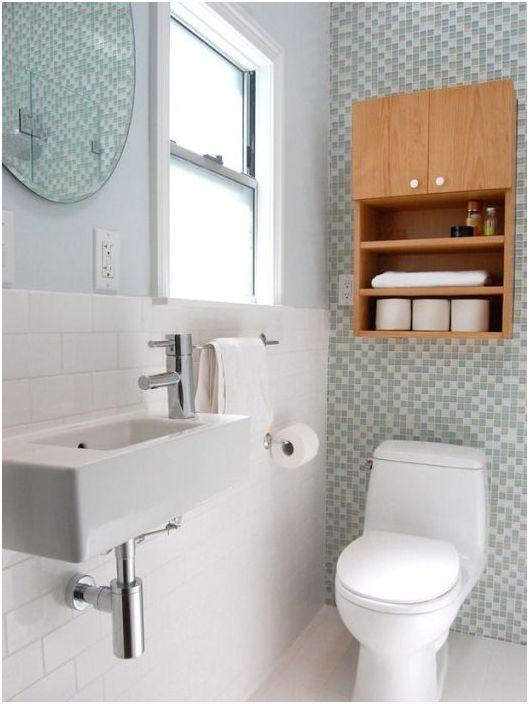 14. Стенен шкаф в малка баня