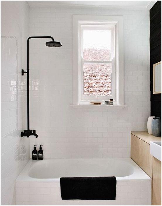 19. Лек интериор на малка баня