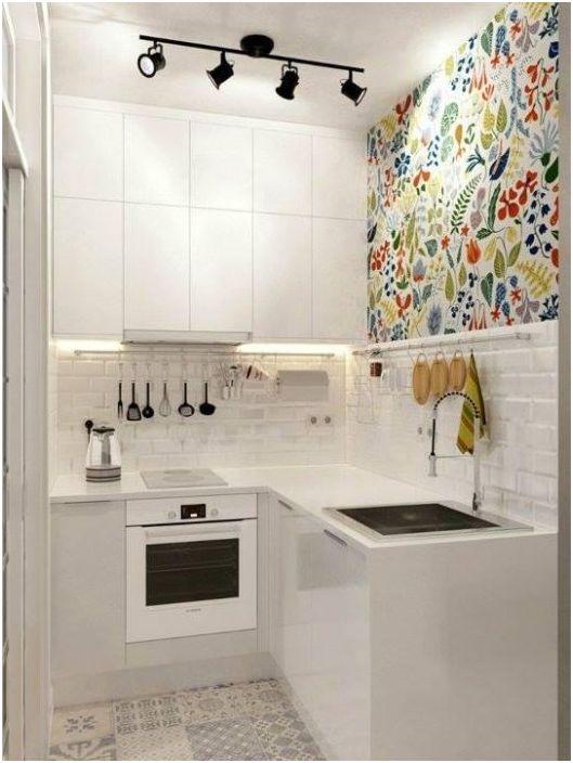 3. В малка кухня е важно да организирате допълнително осветление