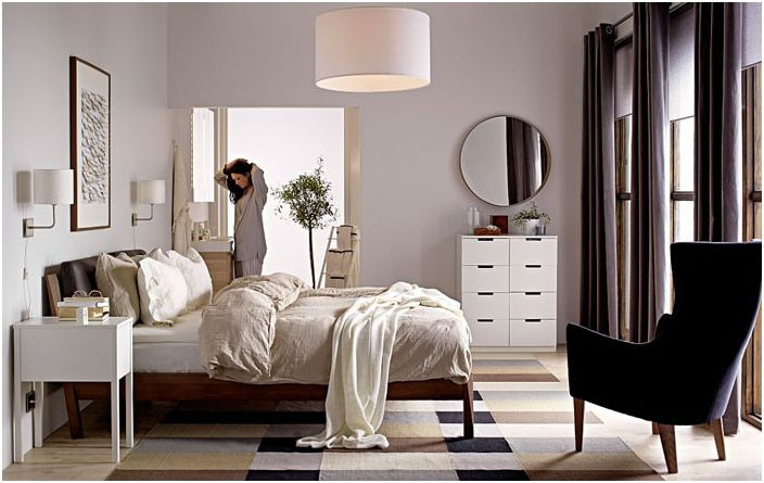 Модерна уютна спалня