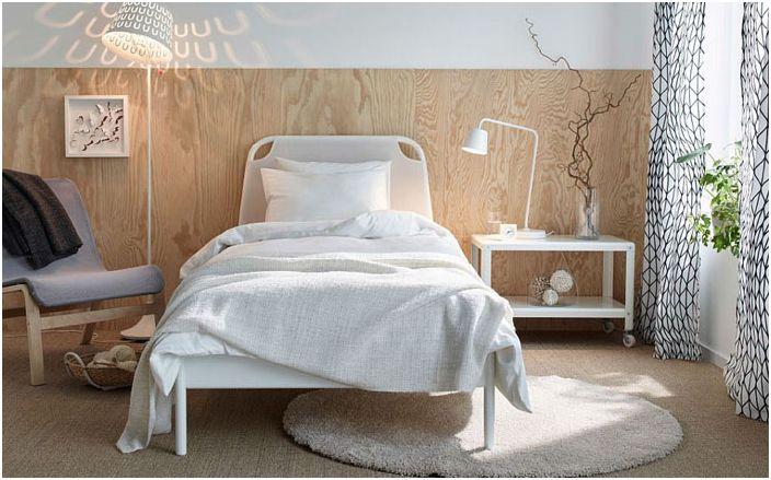 Подова лампа TISDAG в спалнята