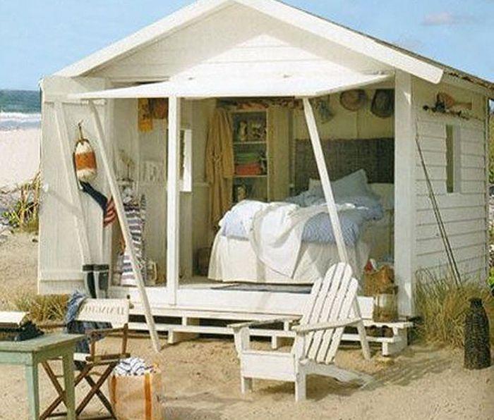 Miniaturowe miejsce na wakacje na plaży.