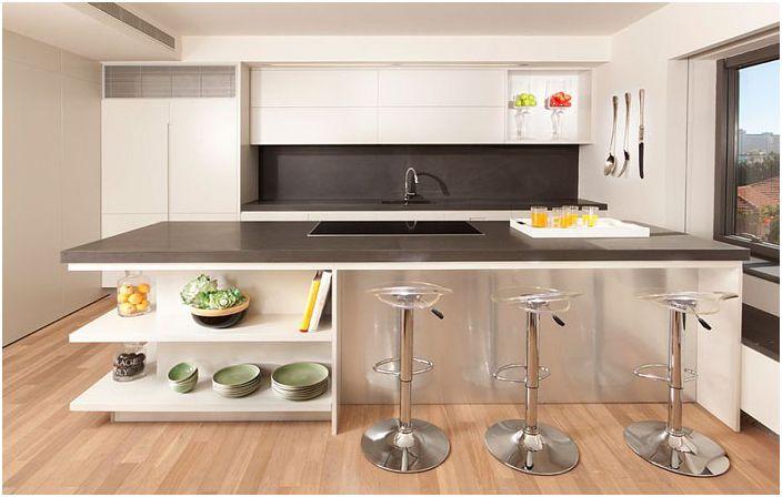 Elegant moderne kjøkken med arbeidsøy