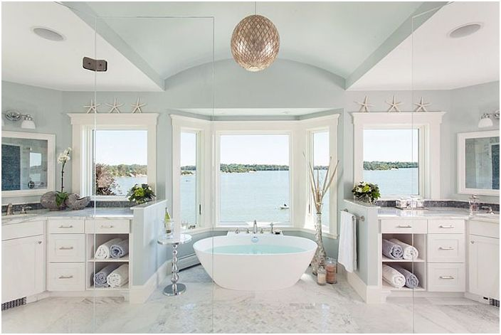 Интериор на банята от Luxurycapes Luxury Design Center