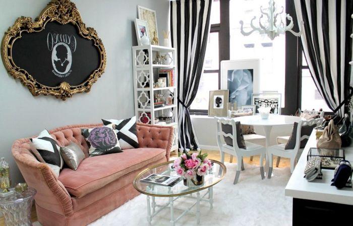 Нежно-розовый диван в гостиной