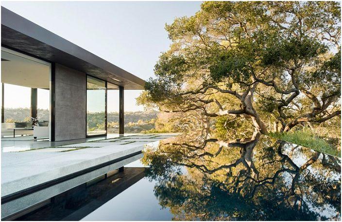 Oak Pass House to rezydencja z 23 metrowym basenem.