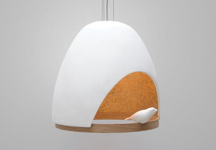 Lampa z małym ptaszkiem.