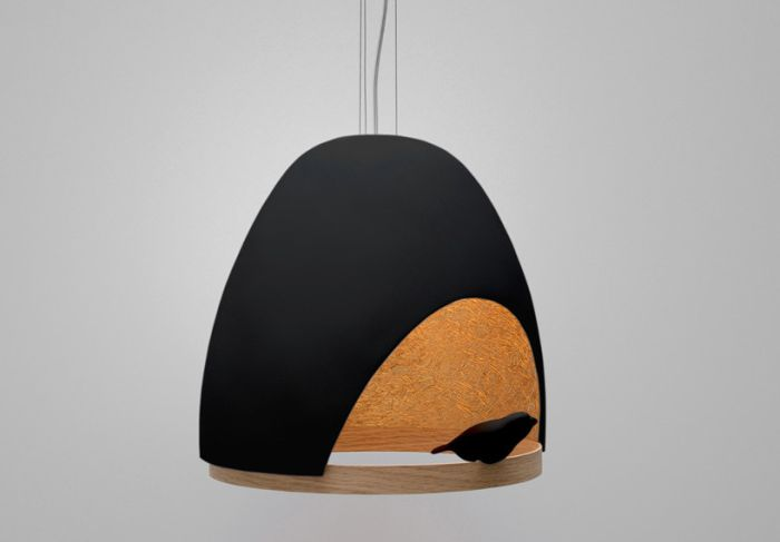 Лампа, в которой живет птица.