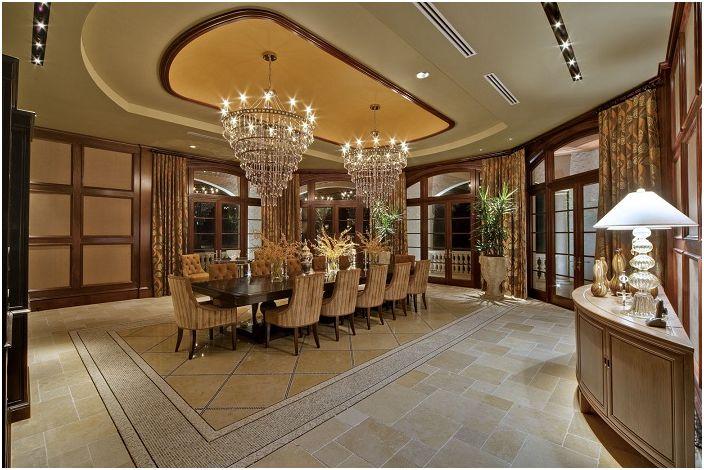 La salle à manger dans d'excellentes couleurs avec l'ajout d'éléments en bois est non seulement élégante, mais aussi à la mode.