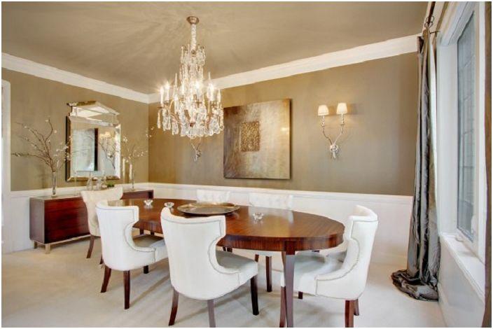Деликатни цветове в интериорната украса на трапезарията, съчетана със сладък полилей, който прави стаята по-привлекателна.