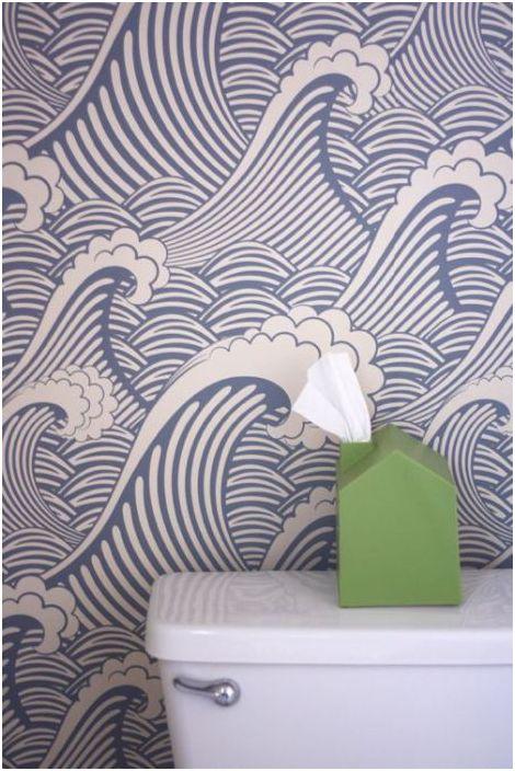 Taka tapeta odświeży każdą łazienkę.