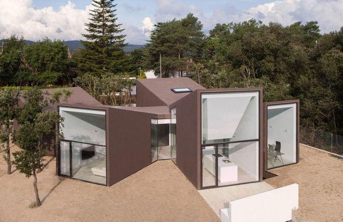 Цветовата схема на къщата съответства на околния пейзаж.