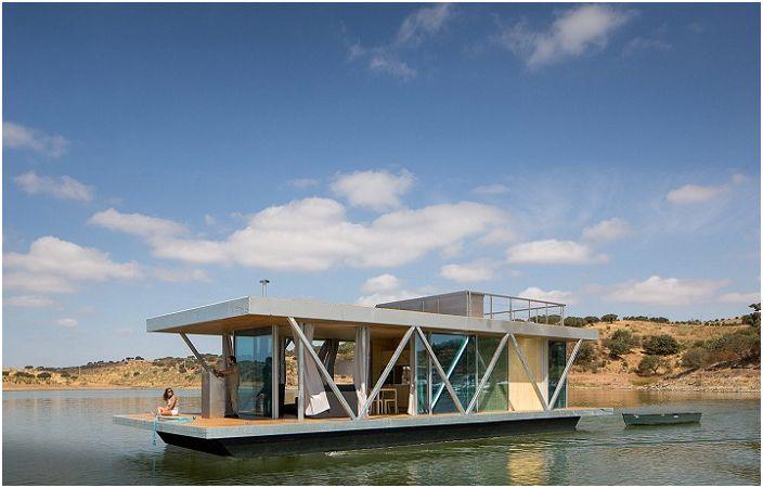Floatwing to dom, do którego można wybrać się na małą wycieczkę.