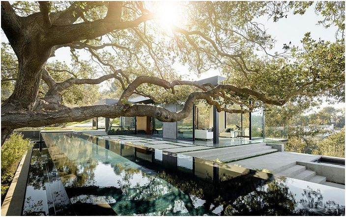 Oak Pass House to elegancka rezydencja w południowej Kalifornii.