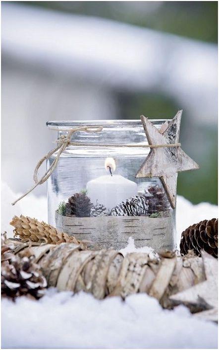 Малките оригинални свещници могат да създадат и подсилят усещането за празник.