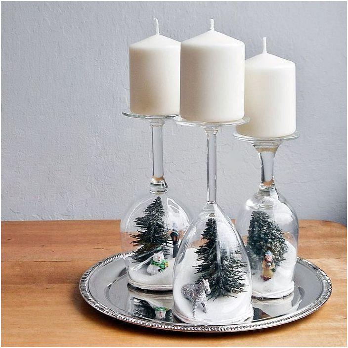 Можете да украсите цял новогодишен пейзаж в чаша за свещи.