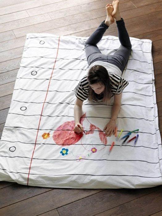Спално бельо с маркери.