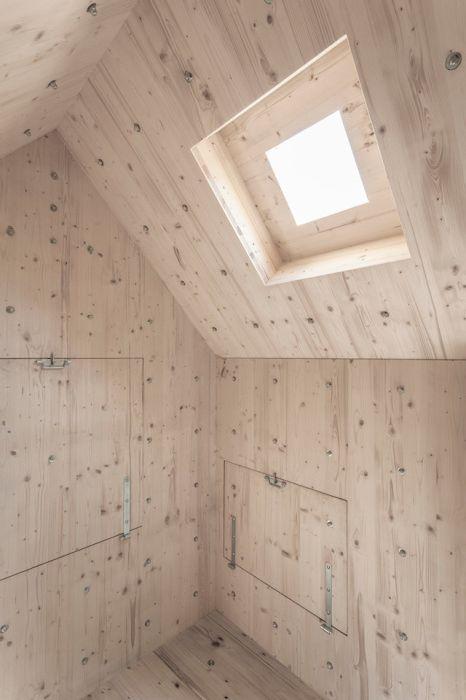 Дървен интериор на кабината от Бюро А.