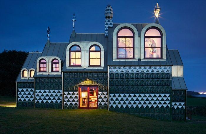 House of Esseх. Эффектный бело-зеленый фасад.