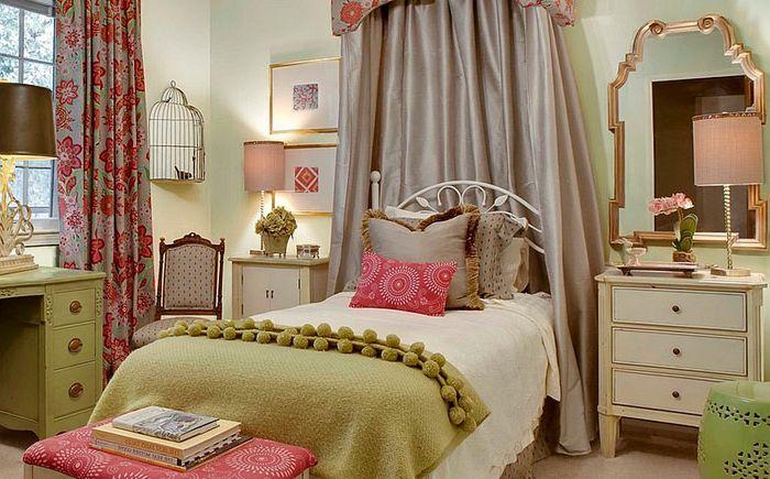 Hálószoba egy lány számára, egy madárketrecben a sarokban