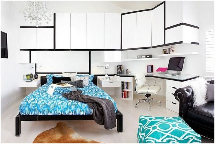 Biuro domowe w sypialni