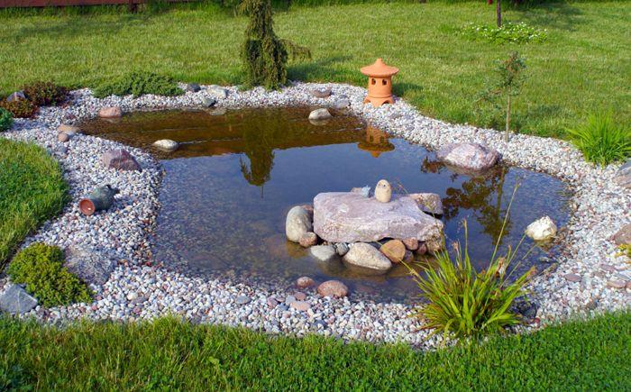 Плитко езерце в градината