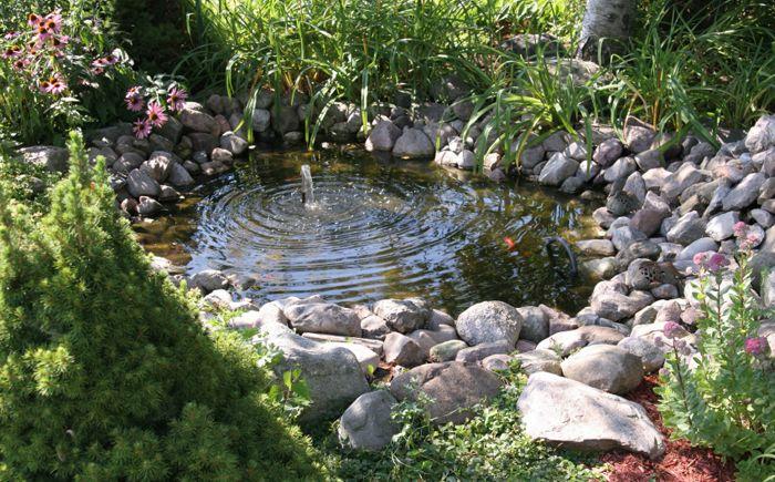 Малко езерце с фонтан
