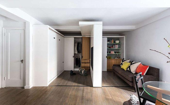 Przesuwana ściana przesuwa się z jednego końca pokoju na drugi