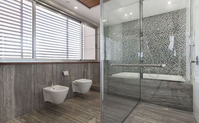 Стъклен душ и вана