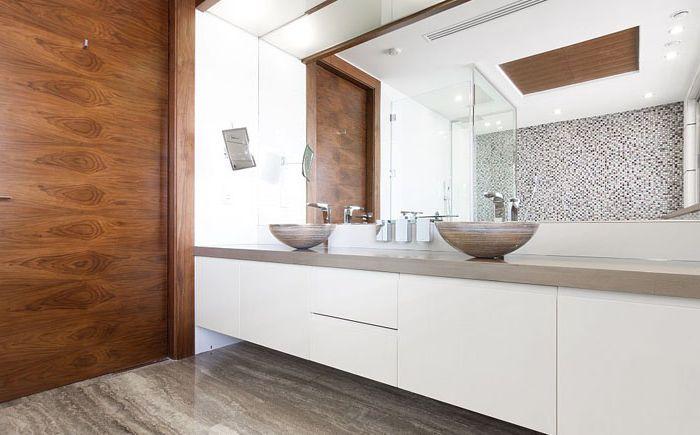 Drewniane akcenty w łazience